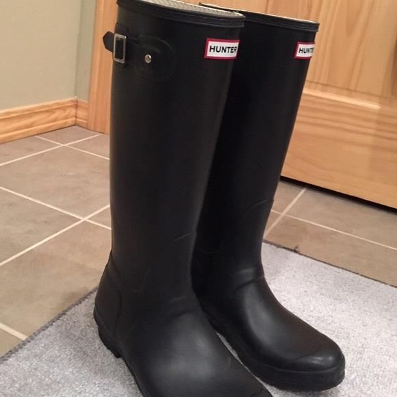 Hunter Adjustable Calf Rain Boot. M 5acf88376bf5a6a61188997a 5d6fa5aaa